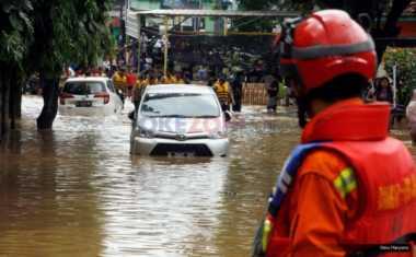 Banjir Tinggi, 300 Warga Cipinang Melayu Masih Mengungsi