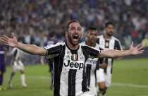 Gila! Higuain dan Dzeko Bersaing Ketat di Jalur Sepatu Emas Liga Italia