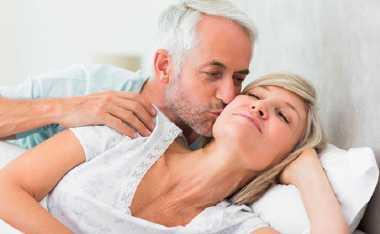 6 Trik agar Seks Tetap Membara Setelah Menopause