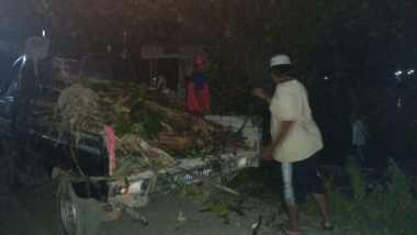 Korban Banjir di Demak Lembur Bersihkan Gorong-Gorong