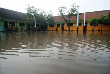 Mojokerto Dikepung Banjir, 4 Sekolah Diliburkan