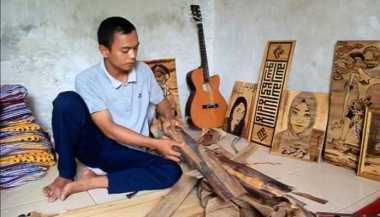 Lewat Pelepah Pisang, Pemuda Ini Bisa Buat Lukisan