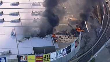 Pesawat Ringan Hantam Pusat Perbelanjaan di Melbourne