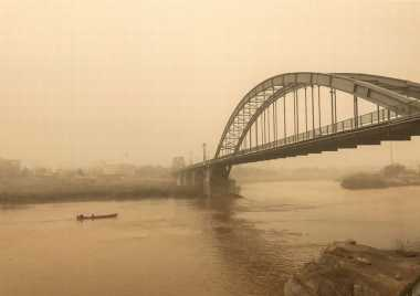 Badai Pasir Lumpuhkan Jaringan Listrik, Iran Salahkan Irak