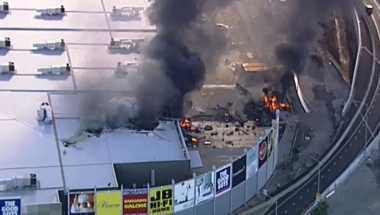Pesawat Jatuh di Mal Australia Tewaskan Lima Penumpang