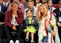 Putri Beyonce Tampil Stylish dengan Dress Hijau Seharga Rp24 Juta di NBA All-Star Game