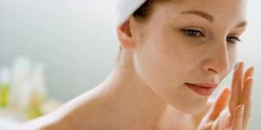 Cara Mudah Bikin Riasan Freckles ala James Charles, si Beauty Vlogger Ternama