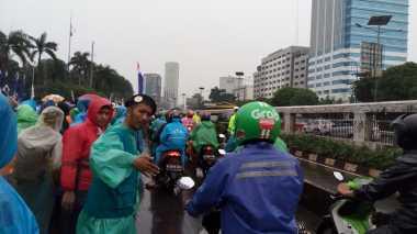 Massa 212 Terus Berdatangan, Jalan di Depan Gedung DPR Tersisa Satu Jalur