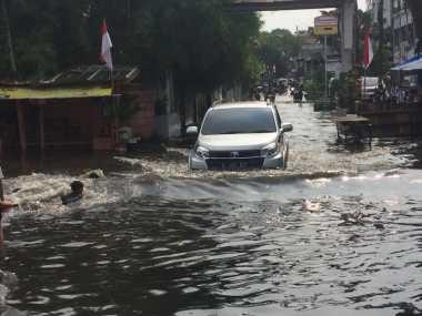 JAKARTA BANJIR: Banjir Bertambah Parah, Pengungsi di Cipinang Melayu Meningkat