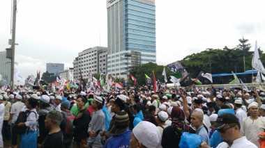 Aksi 212 Jilid II: Lagu Indonesia Raya Menggema di Depan Gedung MPR/DPR
