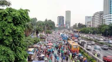 Aksi 212 Jilid II: Semakin Siang, Massa Terus Banjiri Gedung DPR/MPR