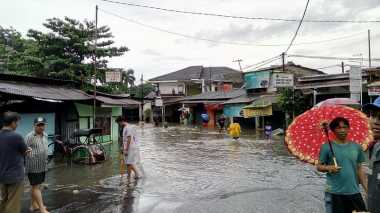 Banjir di Al-Hakim Bekasi Rendam Mobil, Jalan ke Wadas & Antilop Ditutup