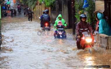 JAKARTA BANJIR: Kawasan Kemayoran Banjir hingga Sebetis Orang Dewasa