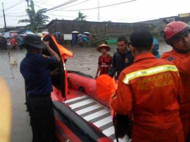 JAKARTA BANJIR: Satu Anggota PPSU Terseret Banjir di Kelapa Gading, Masih dalam Pencarian