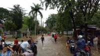 JAKARTA BANJIR: Tanggul Kali Sunter Jebol, Kawasan Cipinang Indah Dikepung Banjir