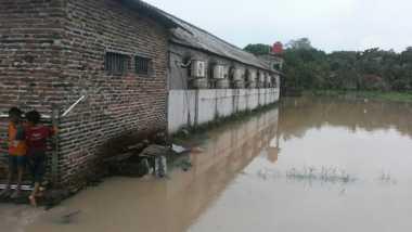 Rumah Kontrakan Berdiri di Atas Drainase, Kampung Sawah Kebanjiran