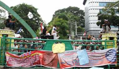 Demo Transportasi Online, Ribuan Pengemudi Becak Motor Kepung Kantor Wali Kota Medan