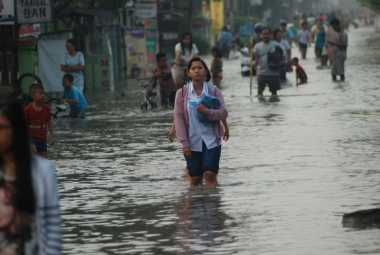 Diguyur Hujan Deras & Tanggul Sungai Jebol, Mojokerto Dilanda Banjir