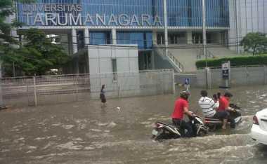 JAKARTA BANJIR: Akses Menuju Kampus Tergenang, Untar Liburkan Mahasiswa