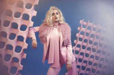 Katy Perry Pakai Sepatu Rancangan Desainer Indonesia Rinaldy A Yunardi di Video Klip 'Chained To The Rhytm'