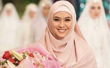 Tips Mengenakan Hijab dan Busana Muslim Syar'i bagi Wanita Muslimah Pemula dari Oki Setiana Dewi