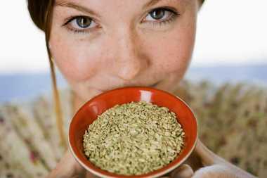 Makan Bawang Bombai dan Biji-Bijian Bisa Bikin Gigi Putih Lho!