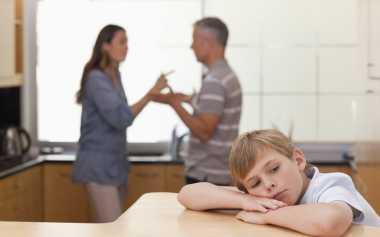 Jangan Sampai Terjadi KDRT, Bertengkar dengan Suami di Depan Anak, Ikuti Aturan Ini