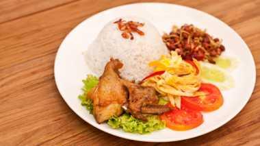Buat yang Lapar Tengah Malam, Enaknya Makan Nasi Uduk di 7 Tempat Ini