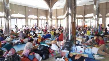Takut Banjir Susulan, Warga Cipinang Melayu Memilih Bertahan di Pengungsian