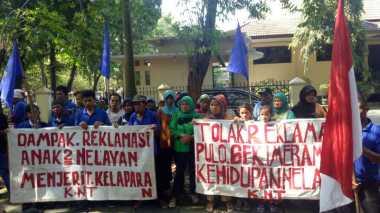 Tolak Pembangunan Reklamasi, Nelayan Tradisional Muara Angke Demo di PTUN Jakarta