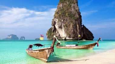 Beri Makan Ikan di Laut Phuket, Turis Ini Menghadapi Hukuman Berat