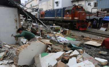 Tata Pantai Selatan, Bangunan Liar Siap Dibongkar