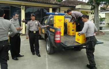 Wanita Paruh Baya Gagal Selundupkan Ratusan Botol Miras ke Jepara