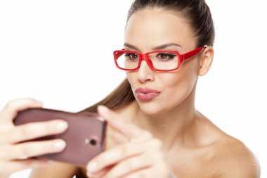 TOP FAMILY 1: Ini 3 Penyebab Tren Selfie Tanpa Busana