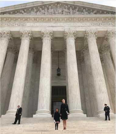 Menarik! Ivanka Trump Perkenalkan Putri Sulungnya pada Sistem Peradilan AS
