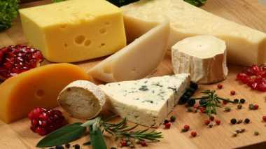 Mengintip Proses Pembuatan Keju di Pabrik Keju Legendaris di Italia