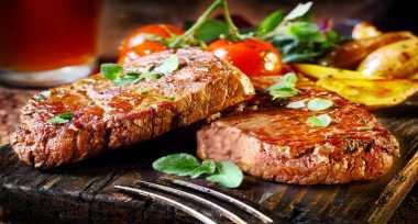 TOP FOOD: Kocak, Ini Trik Konyol Masak Steak ala Anak Kost