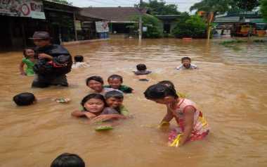 Lengkap Sudah Derita Warga Bekasi, Sepekan Kebanjiran & Kini Listrik Padam