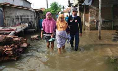 Alhamdulillah...Ibu Hamil Berhasil Diselamatkan dari Kepungan Banjir di Bekasi