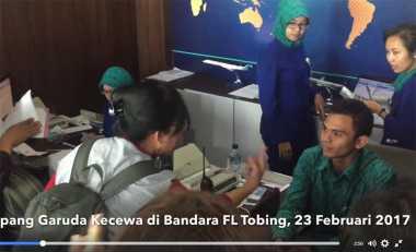 Seorang Ibu Ngamuk di Bandara Pinang Sori karena Pesawatnya Delay Berjam-jam