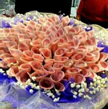 Ungkapkan Perasaan, Pria China Kirimi Kekasih Buket Bunga dari Uang