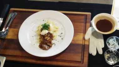 Enggak Usah Cemas Kolesterol, Ini Tips Masak Daging Sapi yang Sehat dari Chef Iwan di V Cooking Class