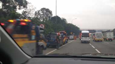 Kecelakaan Beruntun 8 Kendaraan, Tol Cikampek Arah Cikampek Macet
