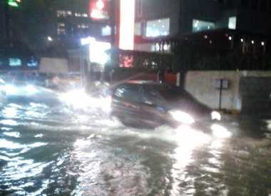 Jalanan Jakarta Kembali Dikepung Banjir, Lalu Lintas Tersendat