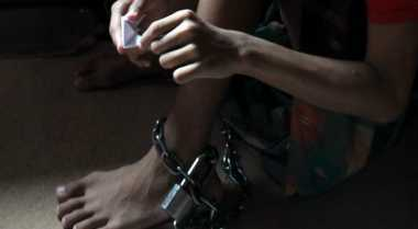 Petugas Sosial Bebaskan Korban Pasung di Madiun