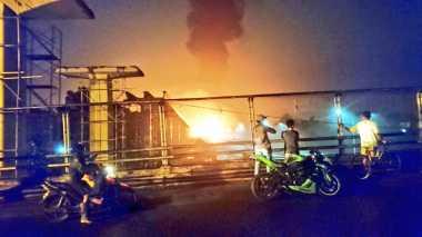 Truk Tangki Pertamina Terbakar, Lalin Tol Jagorawi Dialihkan
