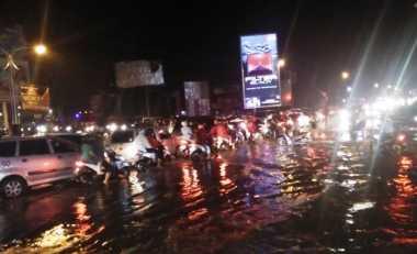 Tergenang Banjir, Jalur Utama Surabaya-Mojokerto Tersendat
