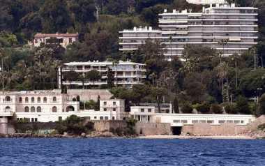 Kunjungi Pantai Prancis, Kaki Raja Salman tak Perlu Menyentuh Pasir