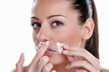 Hilangkan Bulu Halus di Wajah dan Kumis dengan Milk Cleansing