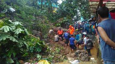 Nahas! Lagi Asyik Mancing, Pria Ini Tertimbun Longsor di Bogor